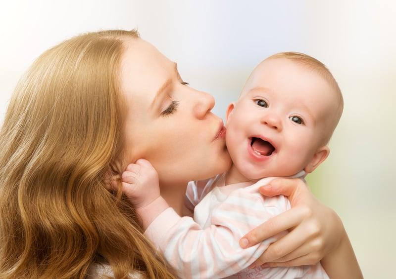 Αγκαλιά και παιδί. Ποια είναι η επίδραση της αγκαλιάς στα παιδιά;