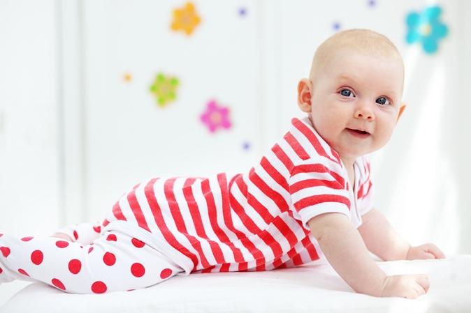 30283ec45bb Μωρό 12 μηνών, φυσιολογική ανάπτυξη: Κινητικότητα, κοινωνικότητα, αντίληψη,  ακοή, ομιλία
